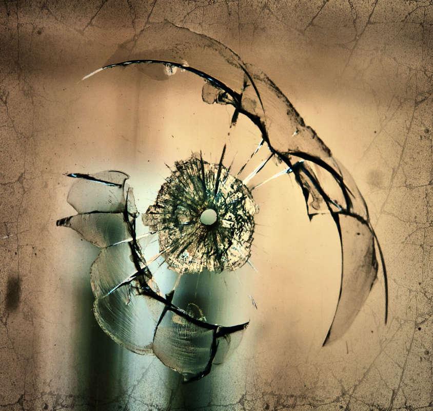 Трещины на стекле
