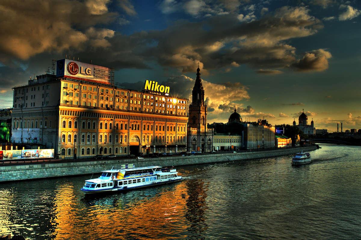 Про LG, Nikon и два речных трамвайчика