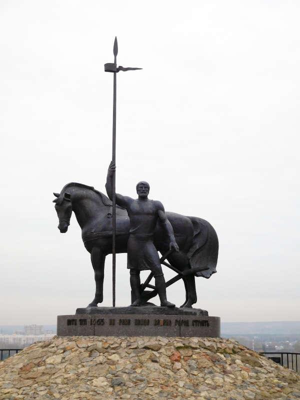Памятник первому поселенцу в Пензе