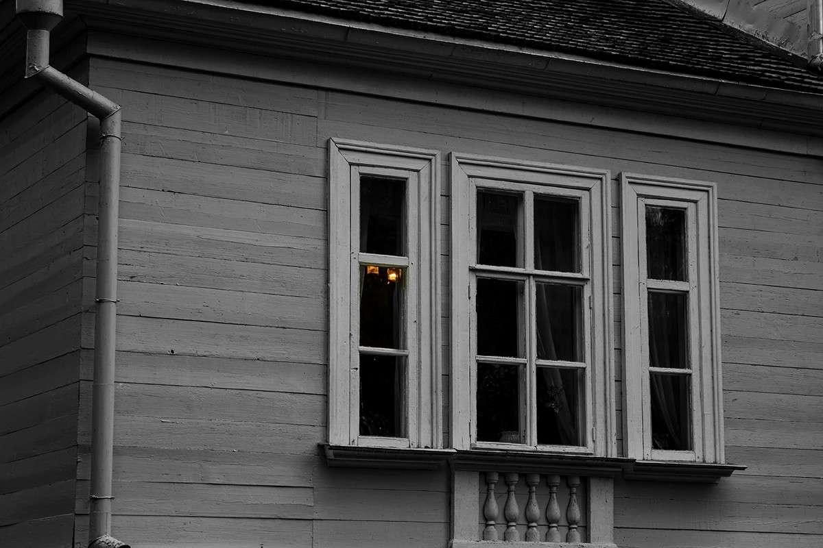 Оконце девичей светёлки