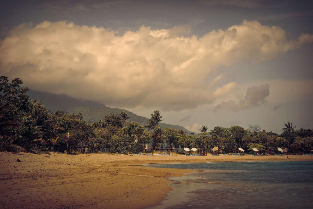 Пляж и горы