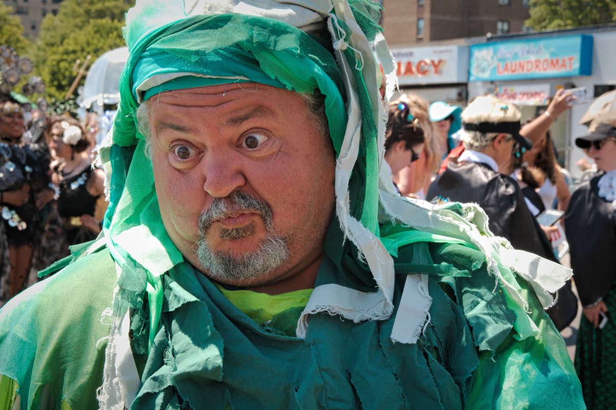 На параде русалок в Бруклине