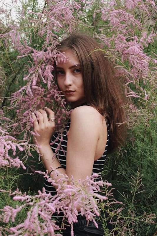 портрет девушки в цветах
