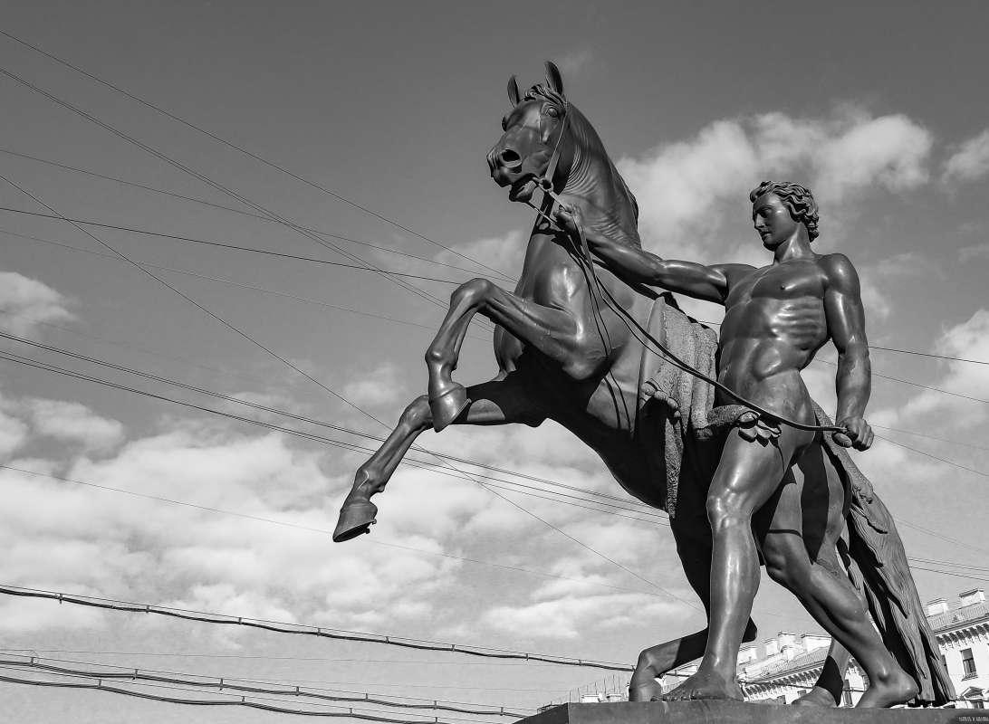 Аничков мост. Юноша. Конь.