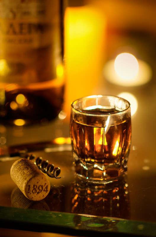 ...Запах тонких горячих вин, запах медноволосой неги... (С)
