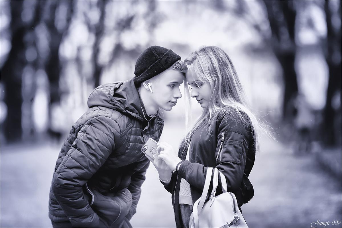 Мальчик с девочкой дружил...