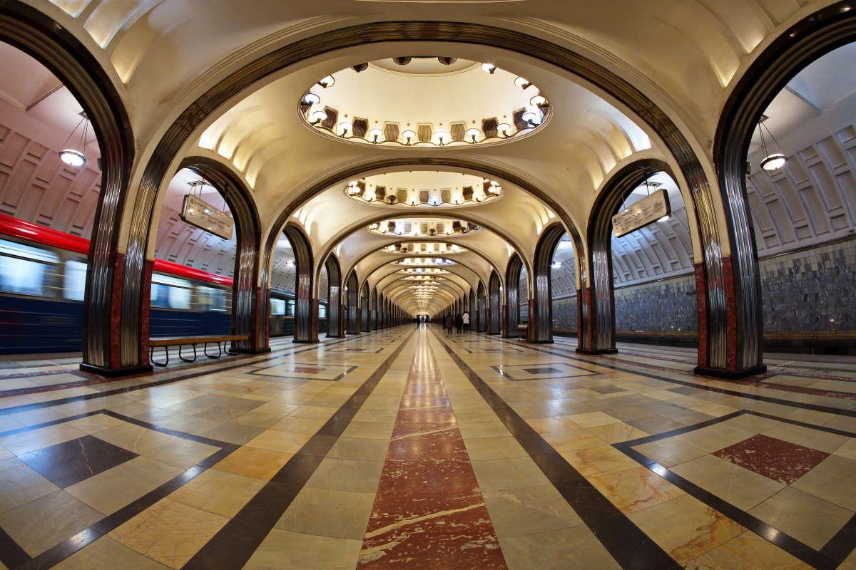 Маяковская. Метро Москвы. Взгляд из аквариума.