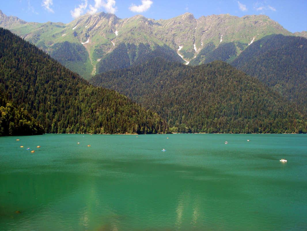 И горы манят, и вода...