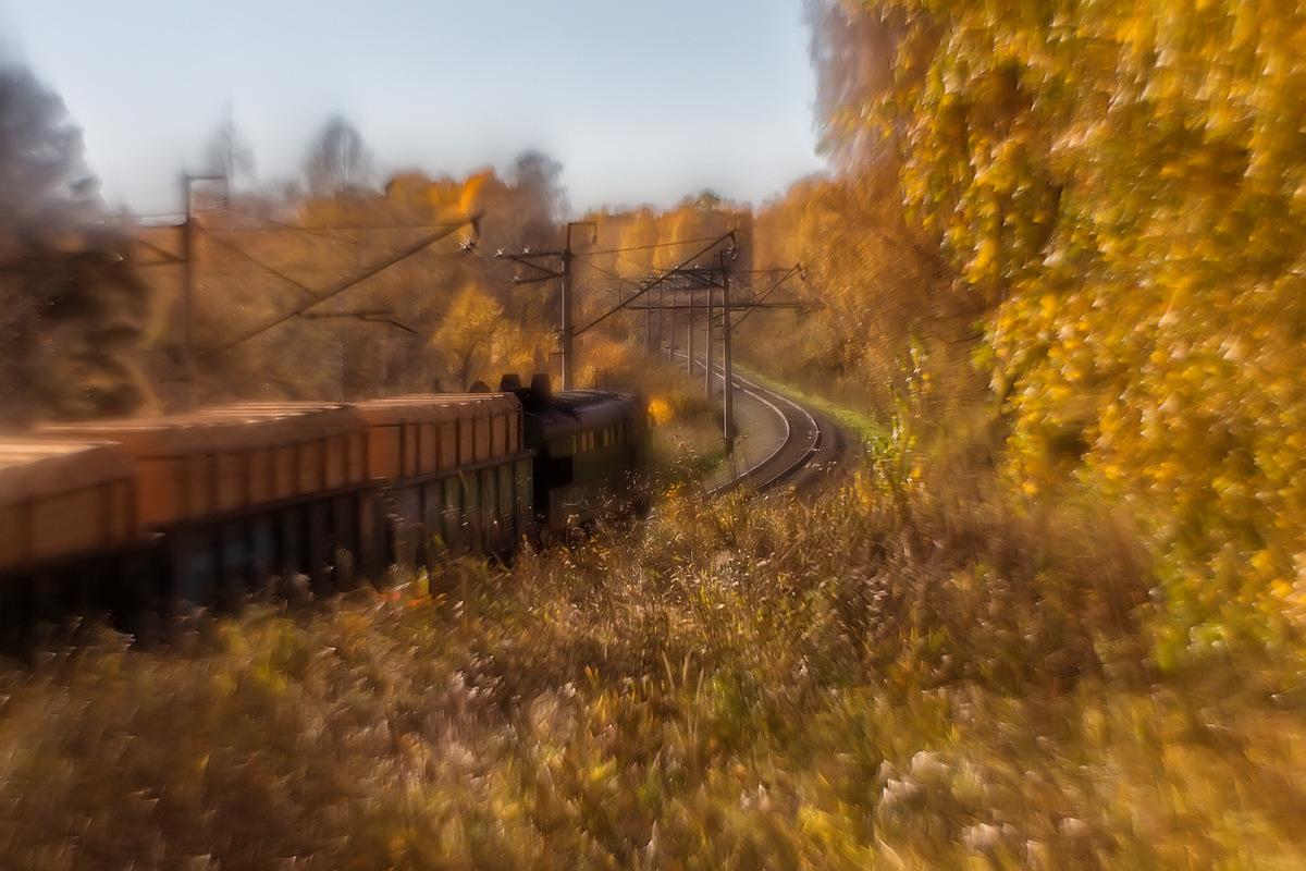 Поезд в осень