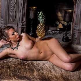 Девушка с ананасом-2.