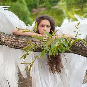 Ангел в листве