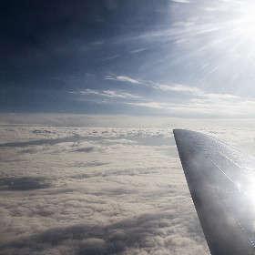 Над покрывалом облаков