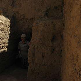 в античных подземельях...