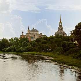 Торжок. Вид на Борисоглебский монастырь.