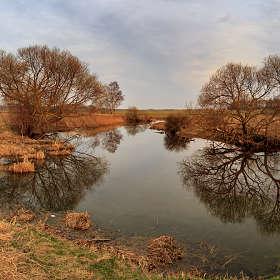 Апрельский вечер на реке