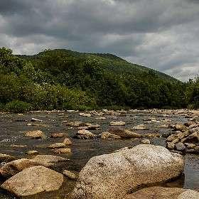 Воды речки нежат берега